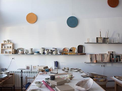 Interior del estudio Pott Keramika en Itsaso